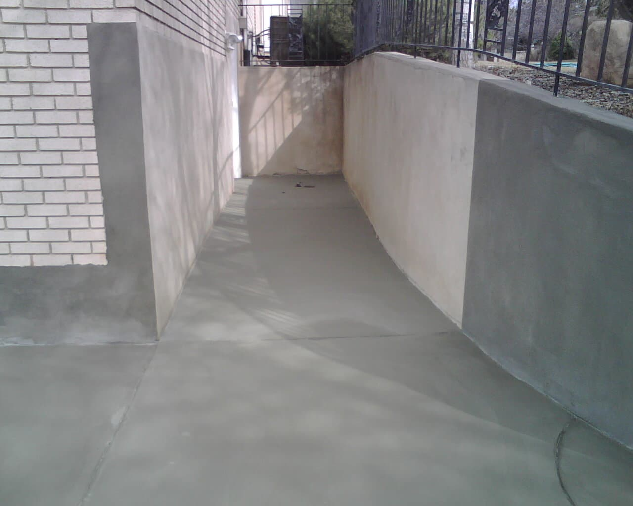 Driveway Overlay In Plain Gray With Retaining Wall ...