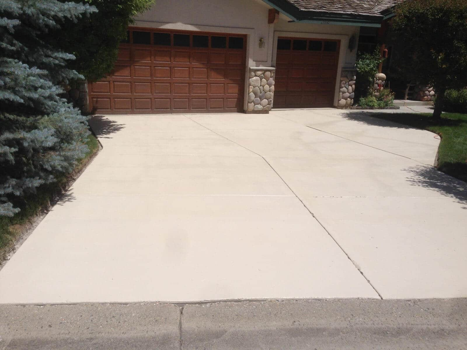 Bone Solid Color Stained Driveway Concrete Design